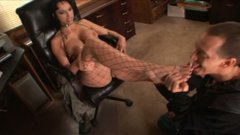 Dirty skank Nicki Hunter gets her toes sucked and her wet clam eaten dry