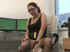 Geeky girl filmed herself while fingering her snatch